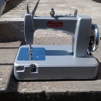 Essex minature sewing machine, in good working order, grey main colour