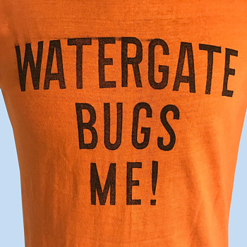 Original 1973 WATERGATE BUGS ME T-Shirt Anti-Nixon - Mens Clothing