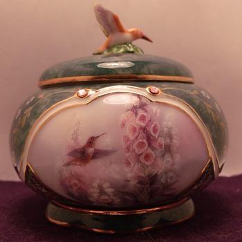 Lena Lui's Hummingbird Potery Music boxes - Music Memorabilia