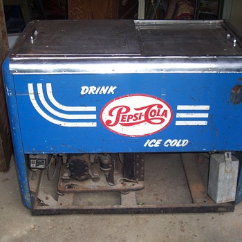 1950`s PEPSI QUIKOLD CHEST COOLER - Advertising