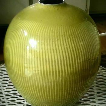 Mystery Japanese pottery vase - Pottery