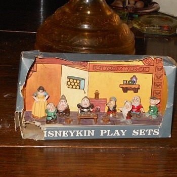 Marx Disneykin Snow White and the 7 Dwarves Play Set