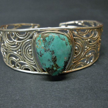 Vintage Sterling Silver Filigree and Genuine Turquoise Cuff, Late 70s - Fine Jewelry