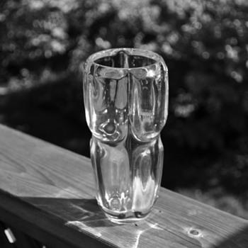 Mystery modernist crystal vase - Art Glass