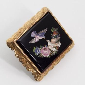 FANTASTIC LARGE MICRO MOSAIC BROOCH. - Fine Jewelry
