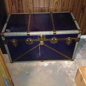 Inherited Eatonia blue steamer trunk - Furniture