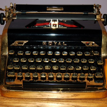 Rare Royal 1953 Quiet Deluxe Gold Portable Typewriter  Limited Edition  - Ian Fleming wrote 007 novels on one! - Movies