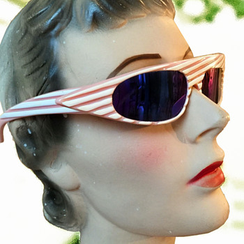 1960s Space Age Ultra MOD Pink & White Women's SUNGLASSES