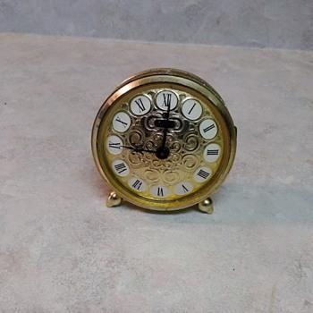 VINTAGE ALARM CLOCK - Clocks