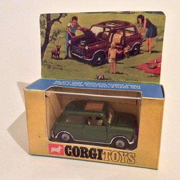 Corgi Toys Mini Magnifique - Model Cars