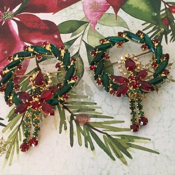 D & E CHRISTMAS WREATH! another one, and a lost treasure! - Costume Jewelry