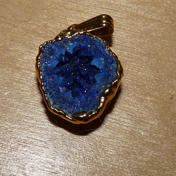 Mystery pendant blue with crystalline properties unmarked - Fine Jewelry