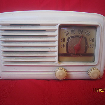 1948 Bakelite Motorola Tabletop White Model 58A Tube Radio - Radios