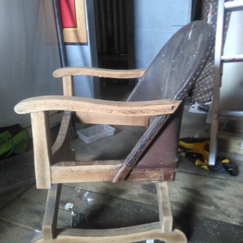 Unknown chair saved from the Tip. I am in New Zealand  - Furniture