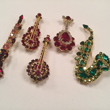 D & E MUSICAL FIGURALS ( NEW RUBY LUTE) - Costume Jewelry