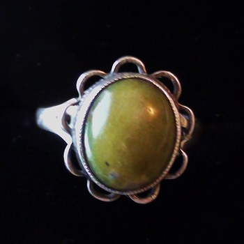 JADE Ring Sterling silver Size 7 1/2 mark difficult to know Can you help? - Fine Jewelry