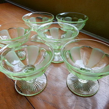 Davidson ? Uranium Glass Dishes. - Art Deco