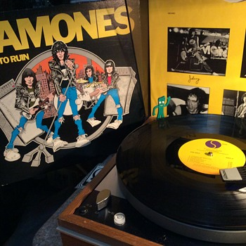 Moane and Remoans it's The Ramones  - Records