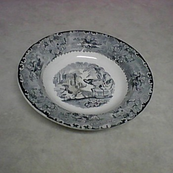 WARWICK VASE PLATE - China and Dinnerware