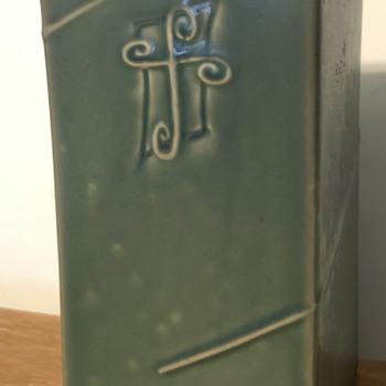 Mystery pottery vase. - Art Deco
