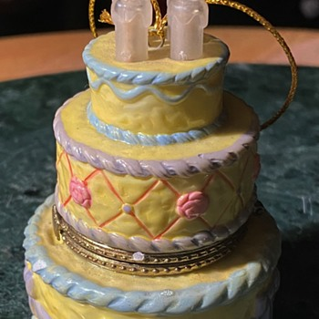 A Birthday Cake Bonbonniere 'Made in China' - Asian