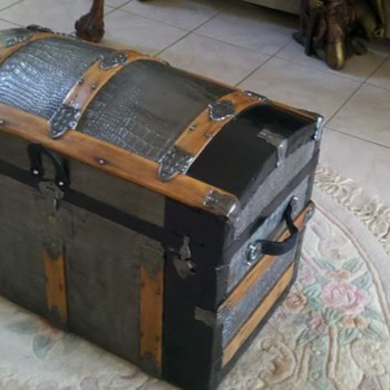 Refinished Steamer Dome top trunk - 1860's  - Furniture