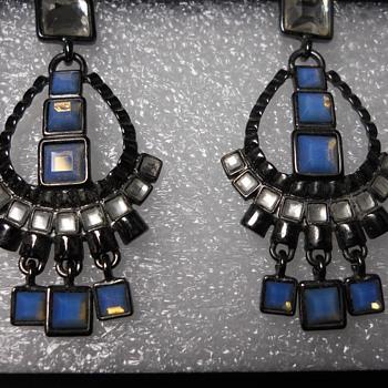 Lia Sophia Earing set - Costume Jewelry