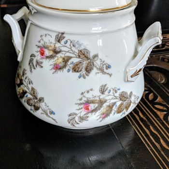 Porcelain, does anyone knows what is the pattern? - China and Dinnerware