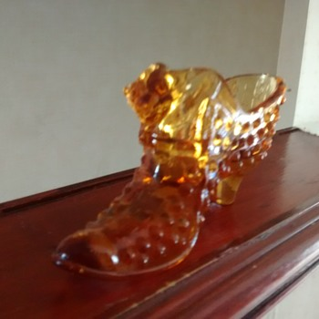Glass shoe with fenton sticker, possibly a Fake or just wearing a fenton sticker - Art Glass
