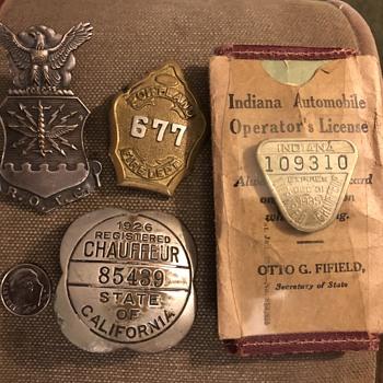 4  vintage badges  - Medals Pins and Badges