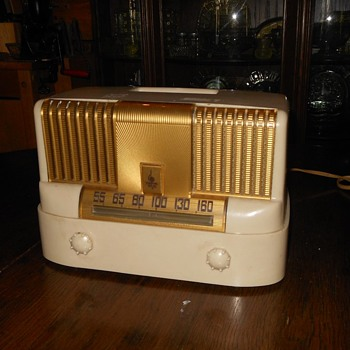 1949 Emerson Tube Radio Model 561 Raymond Loewy - Radios