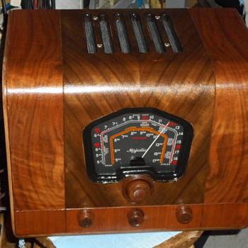 DeForest Crosley model 7M621 - Radios