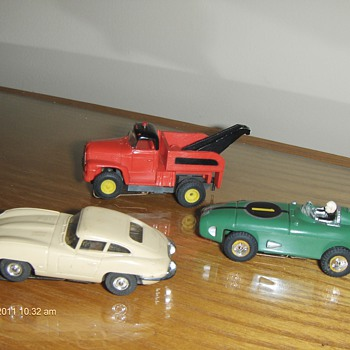 11- slots cars need help ID them father inlaw passaway.  - Model Cars