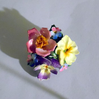 Porcelain or China flower brooch pin  - Fine Jewelry