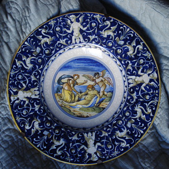 Renaissance earth ware Italian hand painted plate in the manner of Cantagalli