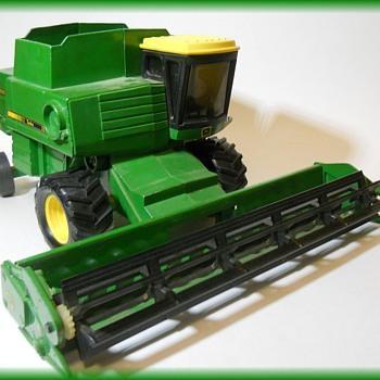 ERTL - JOHN DEERE - COMBINE - TOY - Tractors