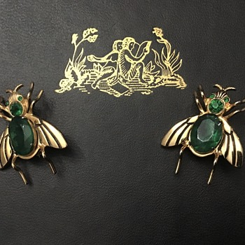 Coro flies - Costume Jewelry