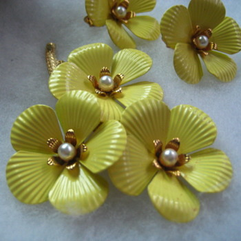 Vintage Sarah Conventry Primrose from 1962 set in box - Costume Jewelry