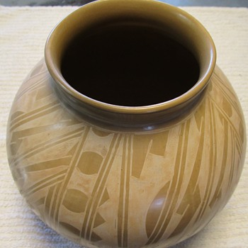 Love This Piece - Anybody Know Its Origin?  Thanks! - Pottery