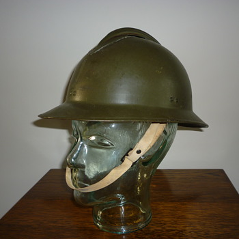 WWII French steel helmet. - Military and Wartime