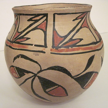 Can you Assist with Pueblo and Age of Jar?? - Native American