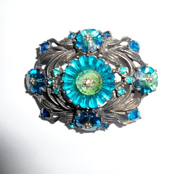 Weiss Vintage Brooch with margarita cut stones  - Costume Jewelry