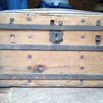 Looking for any information about this Trunk - Furniture