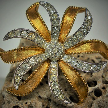D'orlan Brooch, circa 1970-80 - Costume Jewelry