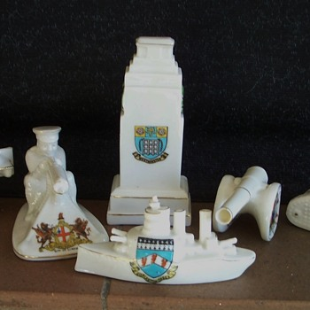 Crested China. First World War theme - Military and Wartime