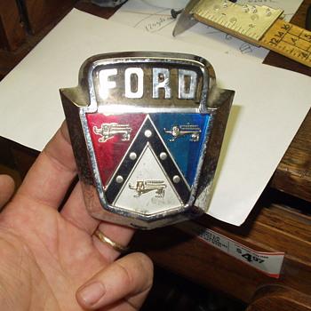 1953 Ford emblem - Classic Cars