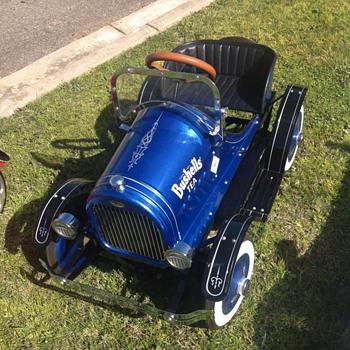 Bushells pro mo pedal car - Toys