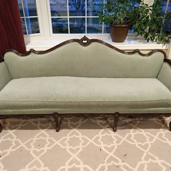 Couch of unknown origin & date (please comment with any insight) - Furniture