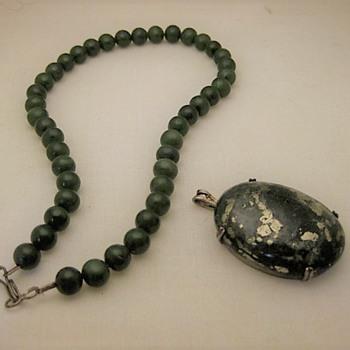 Nephrite beads and pyrite stone pendant - Fine Jewelry