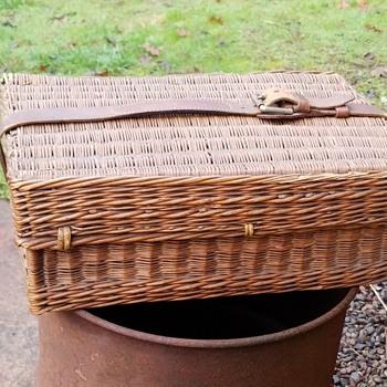 Vintage Drew & Son picnic basket  - Furniture